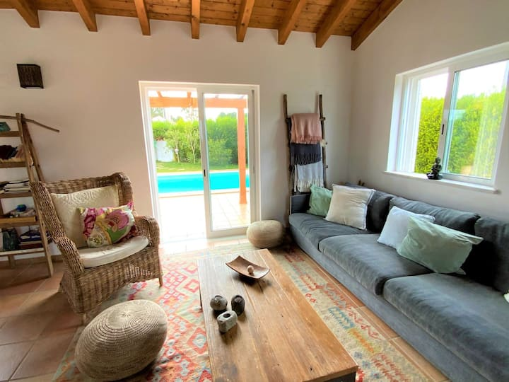 Casa Ensolarada - Lovingly Furnished Villa w Pool
