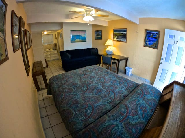 Room #2 is very popular with singles and couples. Its one of the only rooms we have with a single Queen size Bed.
