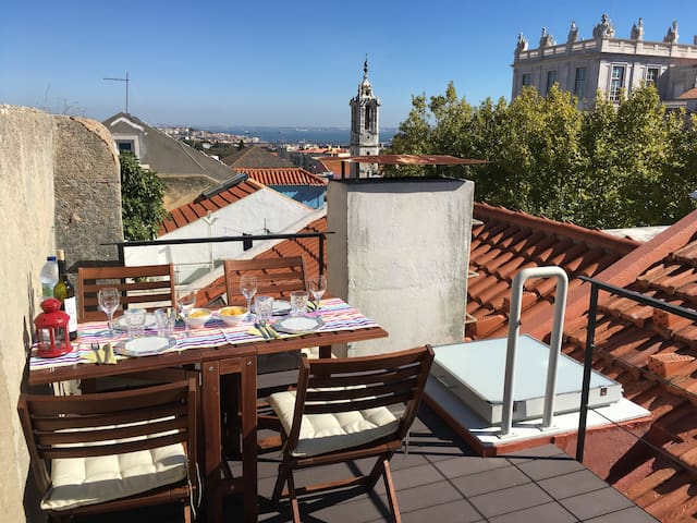 Above the rooftops of Lisbon - Loft in Ajuda