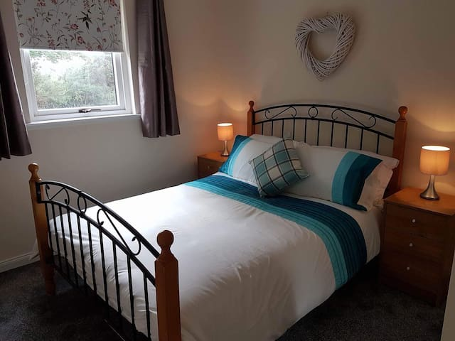Double bedroom with space for cot bed