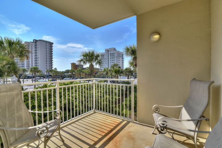 Comfortable gulf access condo w/shared pool, fitness room, snack back & more!