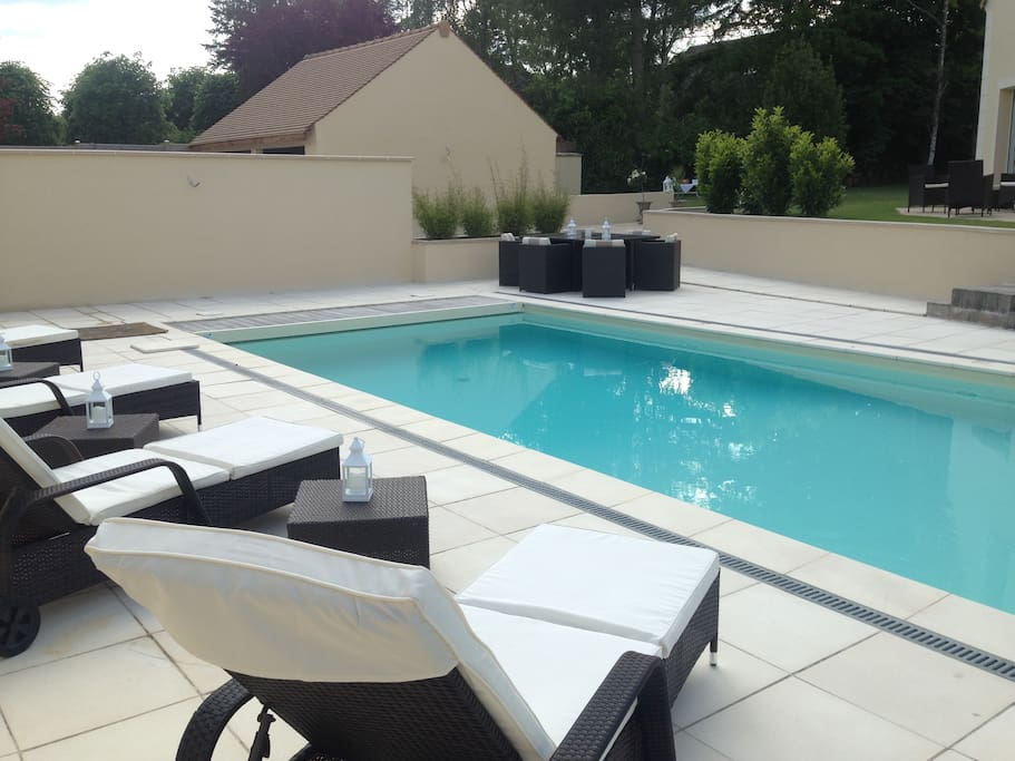 Chambre avec acc s piscine chauf e houses for rent in for Piscine ile de france