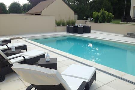 Chambre avec accès piscine chaufée - Méré - Dom