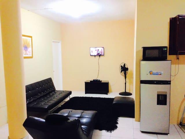 Cassanova luxuriousn OneBedroom Apartment/AC/ POOL - Tower Isle - Lägenhet