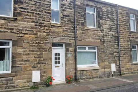 Close to the beach and harbour in Amble by the Sea