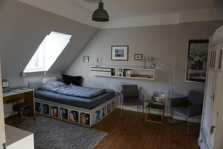 Girls only - Gemütliches Zimmer mitten in Witten