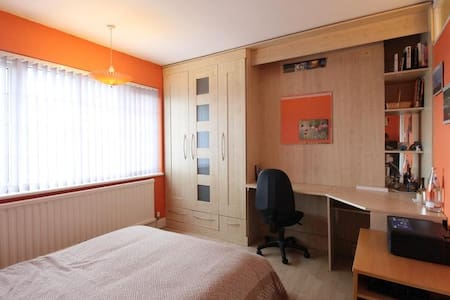 Double bedroom, North London