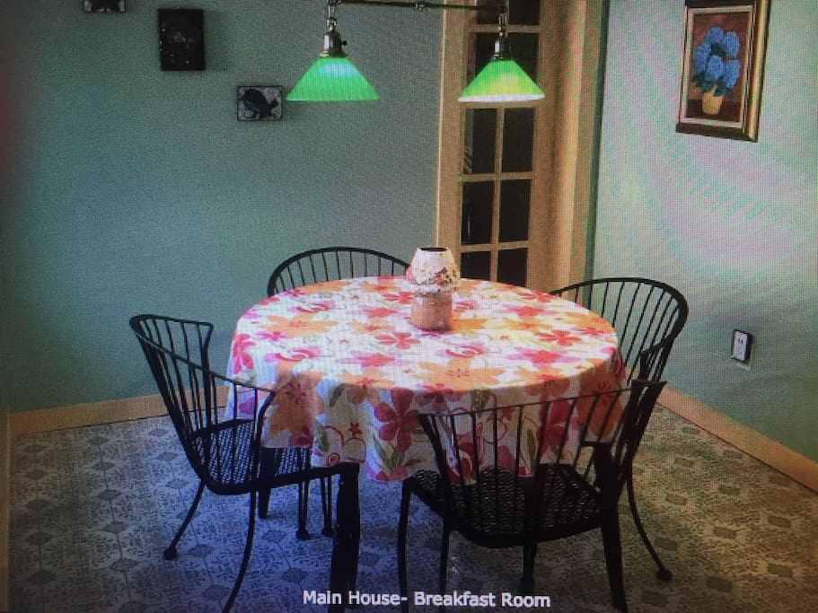 Main House- Breakfast Room