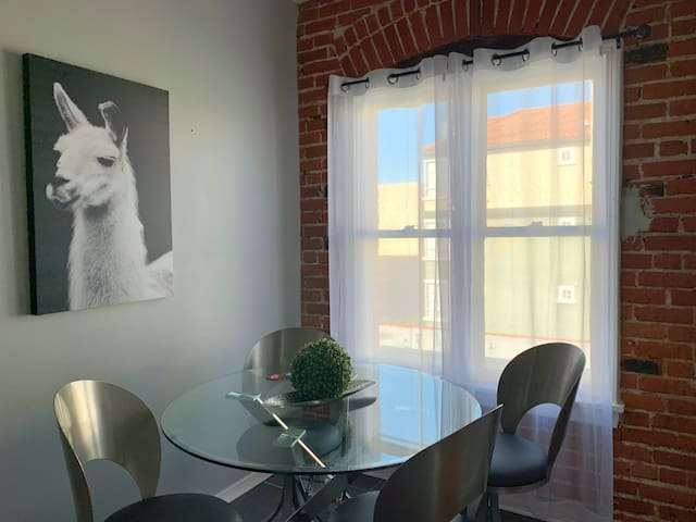PHENOMENAL 1 BDR IN PRIME LOCATION BY THE GROVE