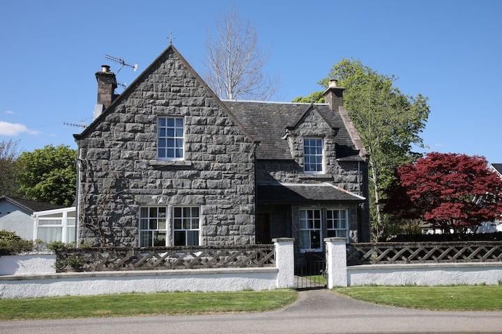 Cartref House - just a short stroll from Loch Ness