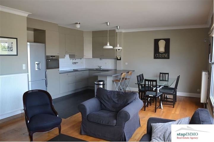 Beautiful 3 bedroom penthouse with private parking - Evere - Wohnung