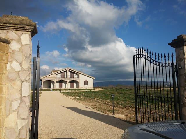 Bellissima villa immersa nella natura - Menfi - Casa de campo