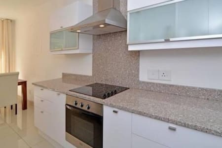 Spacious Modern Rosebank Apartment - Apartemen