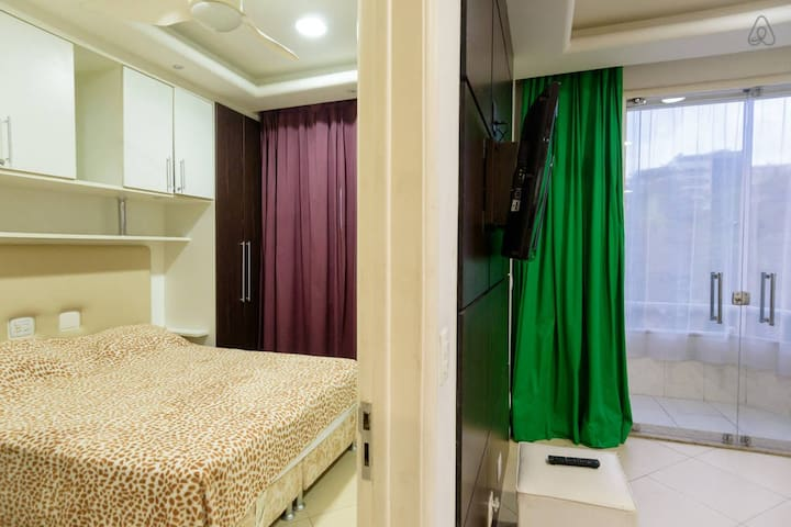 One bedroom and bathroom in Ipanema