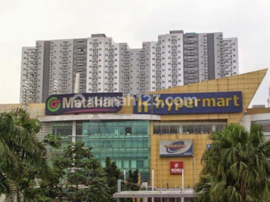 Mall under apartemen