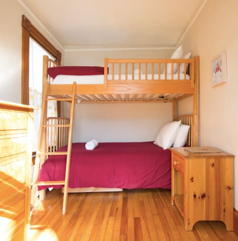 BUNK-STYLE small bedroom-sleeps 2 - Ludlow - Bed & Breakfast