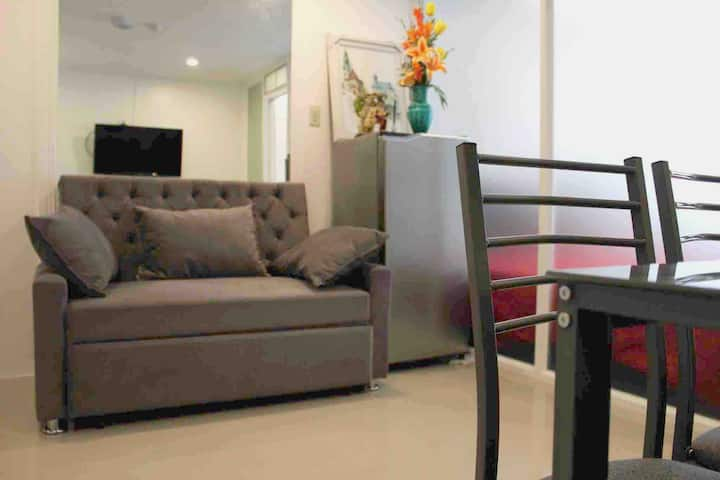 Cozy Condo near NAIA w/ Wi-Fi and Netflix