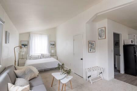 Elegant Studio Retreat in Central Location