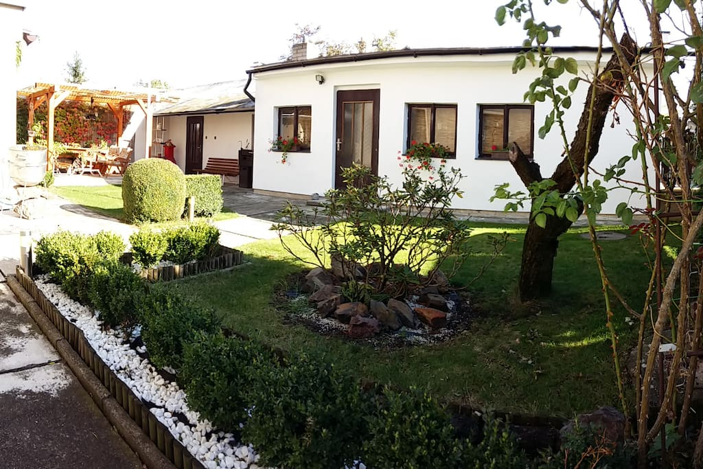 garden with terrace and garage