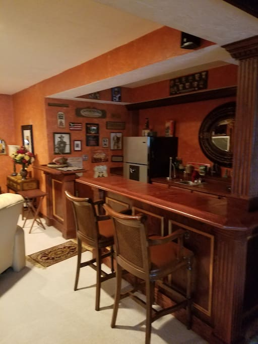 Wet bar and kitchenette