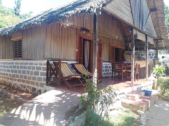 Bungalow Familial MITSIO à Ilo Village