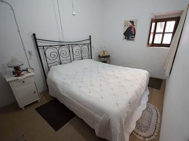 Habitación doble en casa ecologista