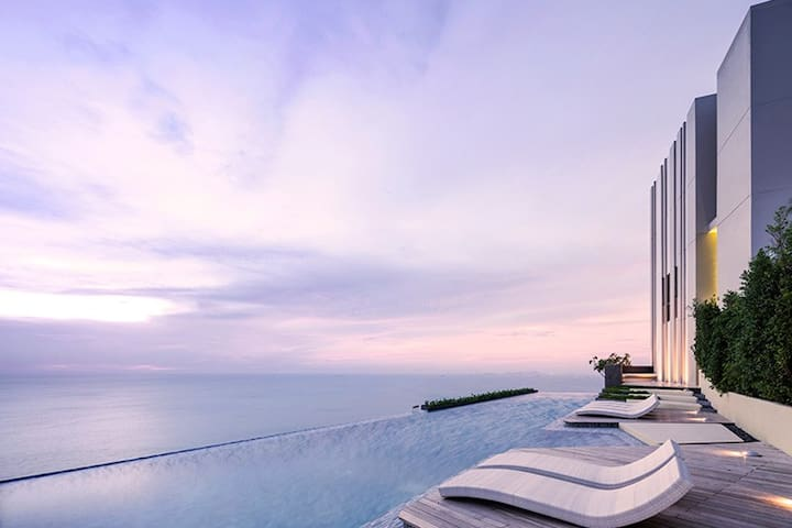 HIDEAWAY & LUXURY NEW! BEACHFRONT CONDO - Muang Pattaya - Daire
