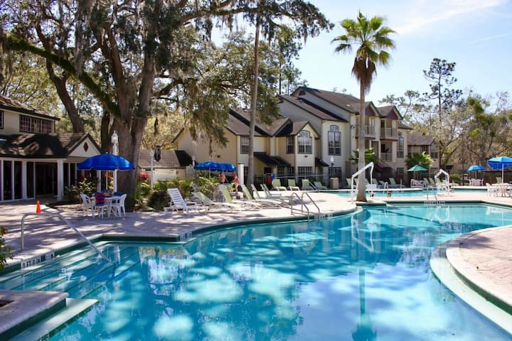 Summer Getaway, Close To Parks, Shuttle, Pool
