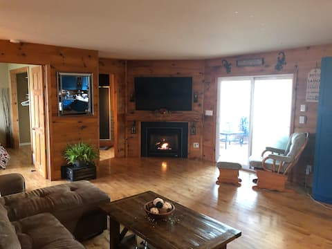 Calm country cabin minutes away from the city