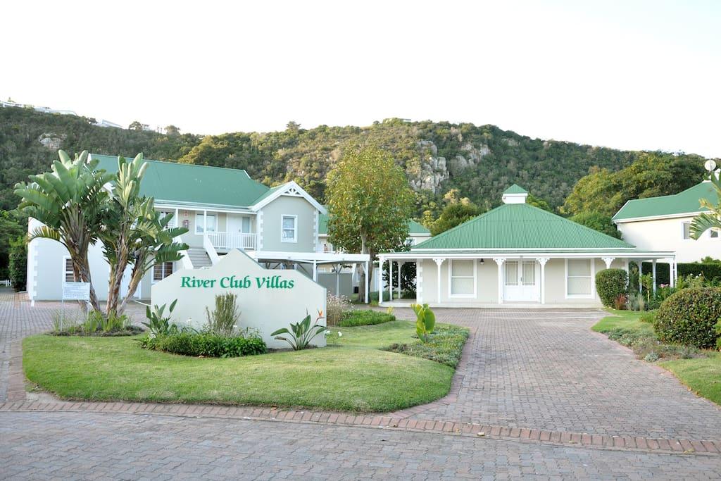 River Club Villas on the Piesang river