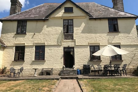 17th century farmhouse with double bed.