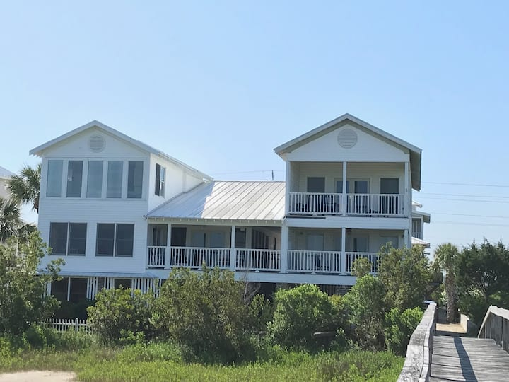 Your Beach House Awaits, 3BR/3 Bath