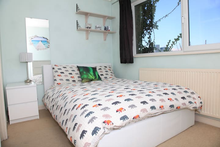 Bright and Spacious Double in Canary Wharf - London - Rumah
