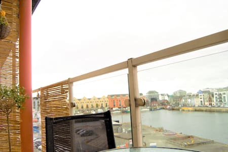 Vibrant Galway City centre getaway with bay view - Galway - Reihenhaus