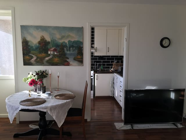 Cozy room available to rent in hill - Stockholm - Wohnung