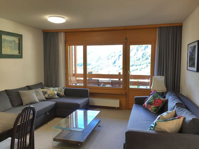 Sunny 2-bedroom condo with magnificent Alpine view