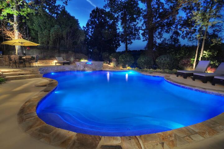 Luxury Home..Pool..Walk to beach..Sleeps 10