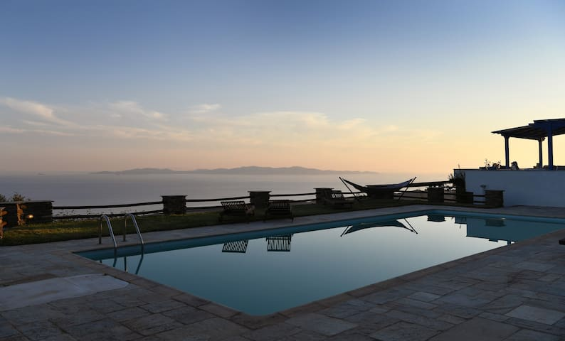 Tinos Sky villa with  8 bedrooms and pool - Arnados - Villa