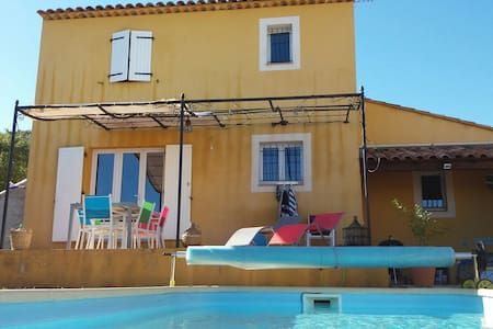 Une belle chambre dans une villa avec piscine. - La Farlède