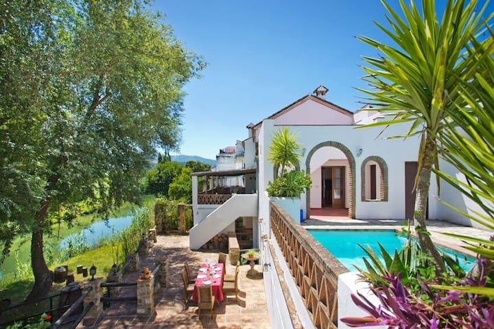 Luxury Riverside & Mountain Retreat - Cañada - Villa