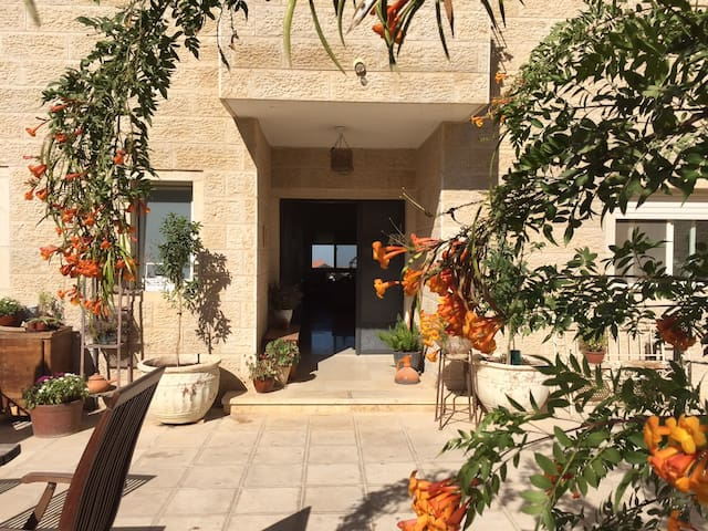 Sunny Mountain Home near Jerusalem - Har Adar - Huis