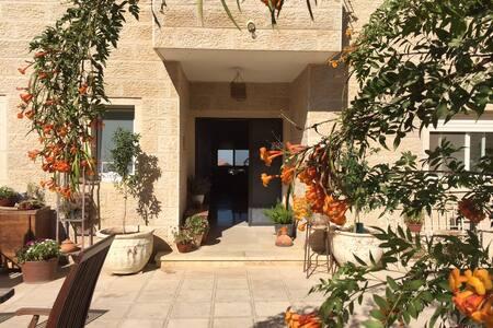 Sunny Mountain Home near Jerusalem - Har Adar - 獨棟