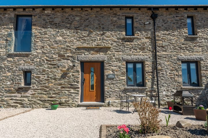 Croft Cottage - Family-friendly 3-bedroom cottage on a working farm close to Kendal