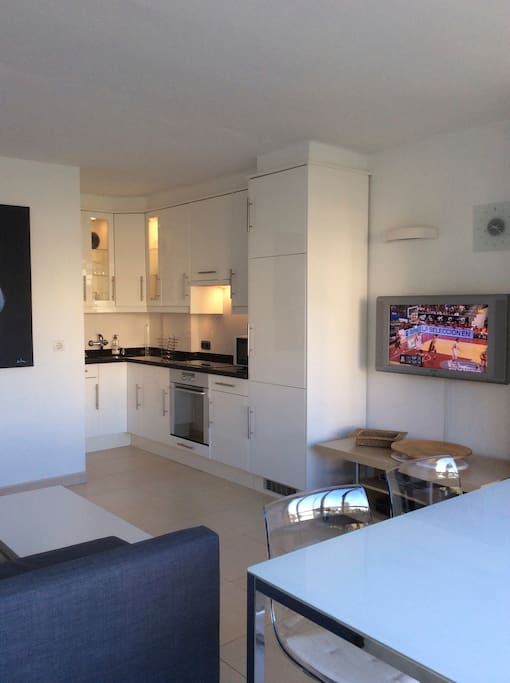 Beautiful modern apartment 1 bed with pool apartments for Beds 4 u malaga