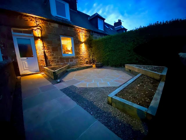 Murray Place Cottage - Cosy, Homely & Central