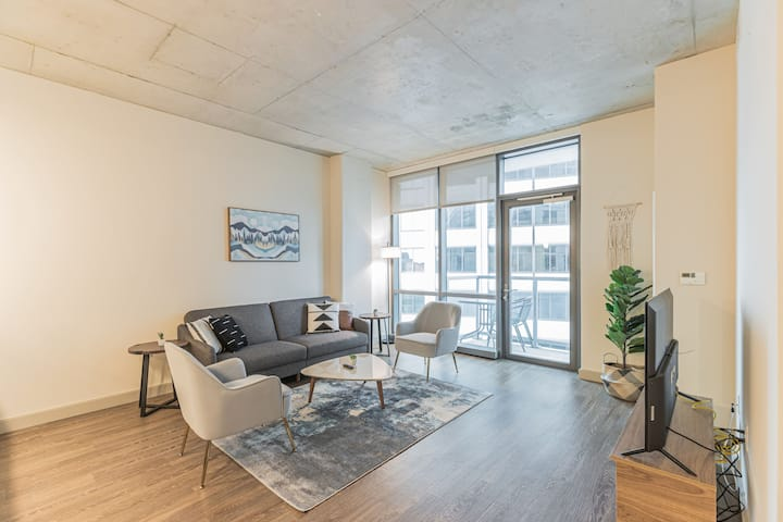 Luxury 1BR with Pool and Gym