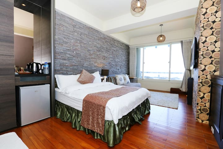 【海邊邊二館663日出海景房】躺在床上,就可以看海看日出⋯雙人房型