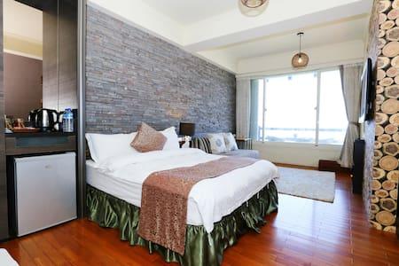 【海邊邊二館663日出海景房】躺在床上,就可以看海看日出⋯雙人房型 - Hualien City