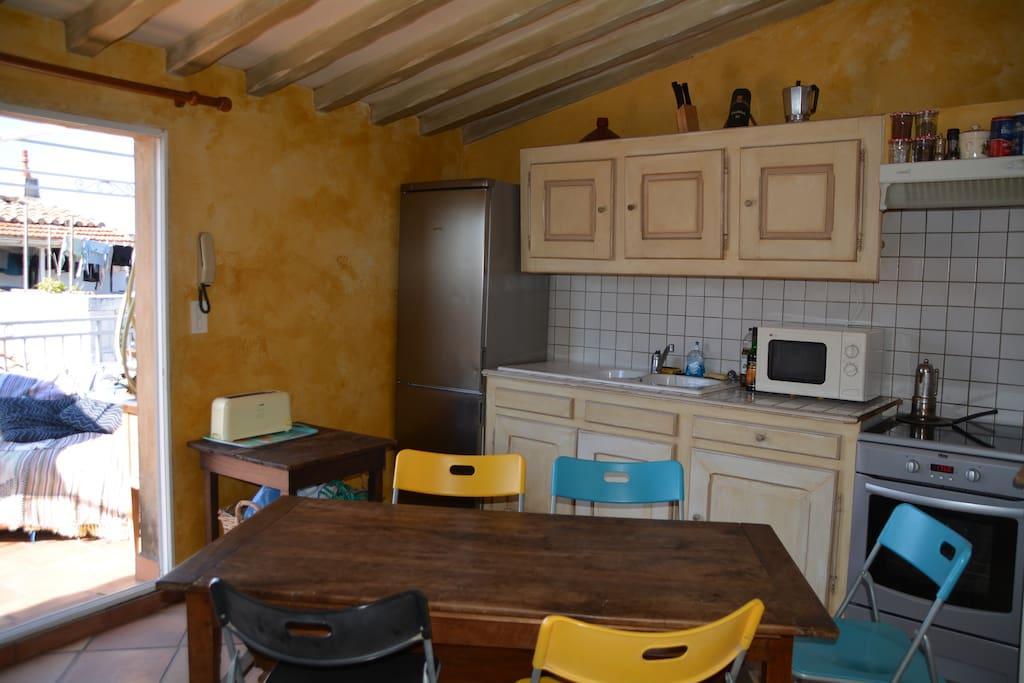 cuisine à l'étage donnant sur la terrasse