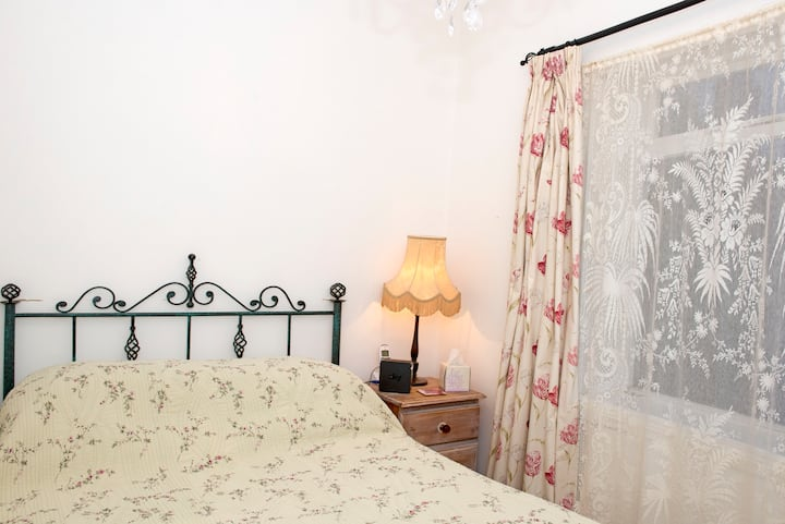 Single/double comfy, quiet room